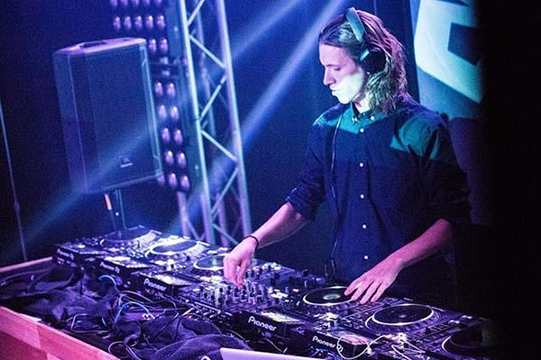 DJ JackieBuhl | An Amazing Philadelphia Wedding DJ